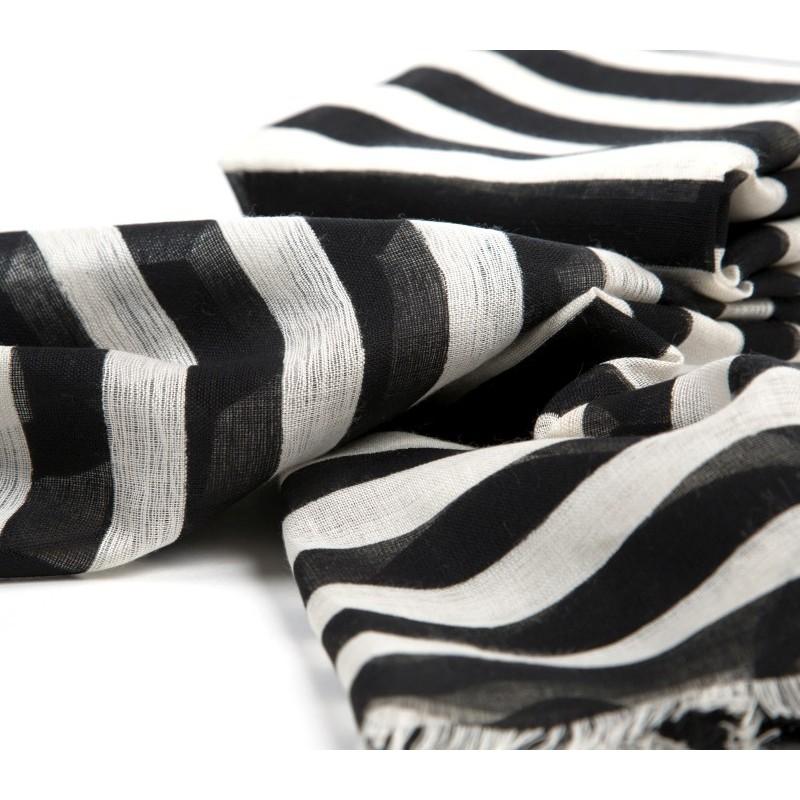 schal schwarz wei xxl blogger schal kariert schwarz. Black Bedroom Furniture Sets. Home Design Ideas