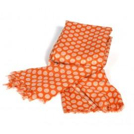 Orangefarbiger Damenschal mit beigen Punkten