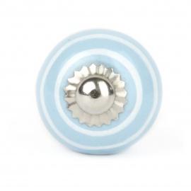 Handgearbeiteter Möbelknauf in hellblau mit weißen Streifen