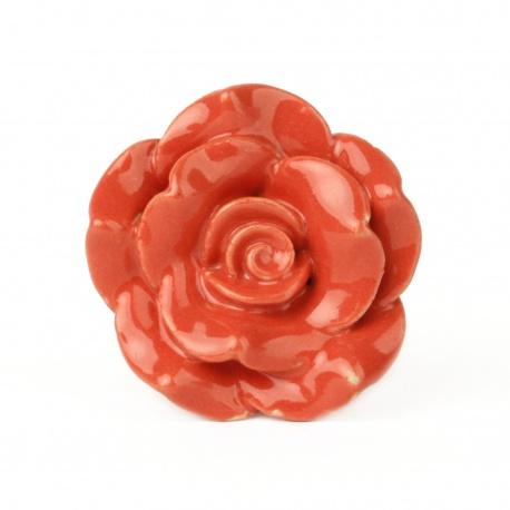 Möbelknauf in Form einer Rosenblüte in rot