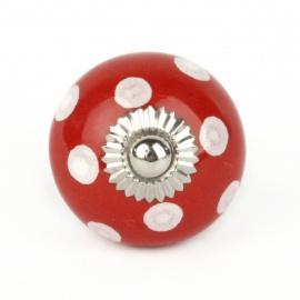 Kleiner roter Möbelknauf mit weißen Punkten