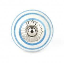 Kleiner weißer Möbelknauf mit hellblauen Streifen