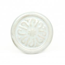 Weißer runder Keramikknauf mit orientalischen Ornamentmuster
