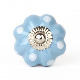 Hellblauer Möbelknauf in Kürbisform mit weißen Punkten