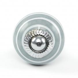 Kleiner runder Möbelknopf in grau mit weißen Streifen