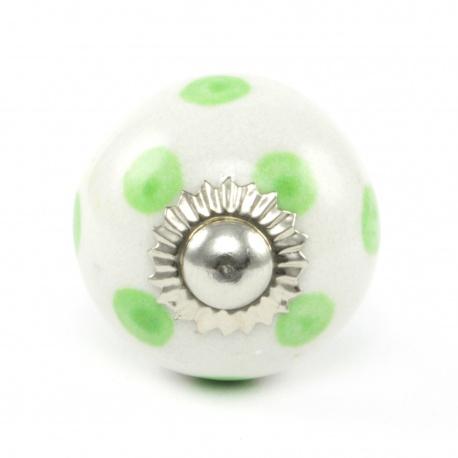 Kleiner weißer Möbelknauf mit grünen Punkten