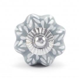 Grauer Möbelknauf in Blütenform mit weißem Blattmuster