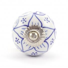 Möbelknauf weiß mit handbemalten Blütenmustern in blau