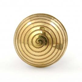 Goldfarbiger Metallknauf mit ornamentalen Schneckenmuster