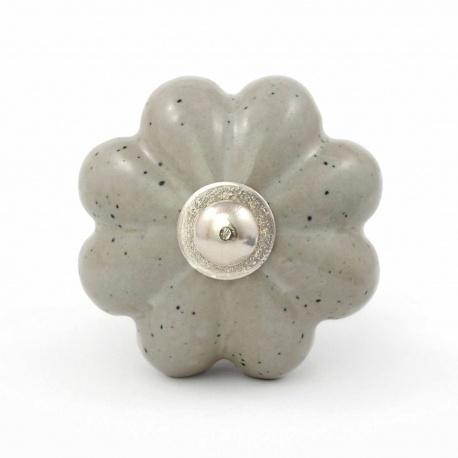 Kürbisknauf in grauer glatter Steinoptik mit leichten dunkelgrauen Sprenkeln